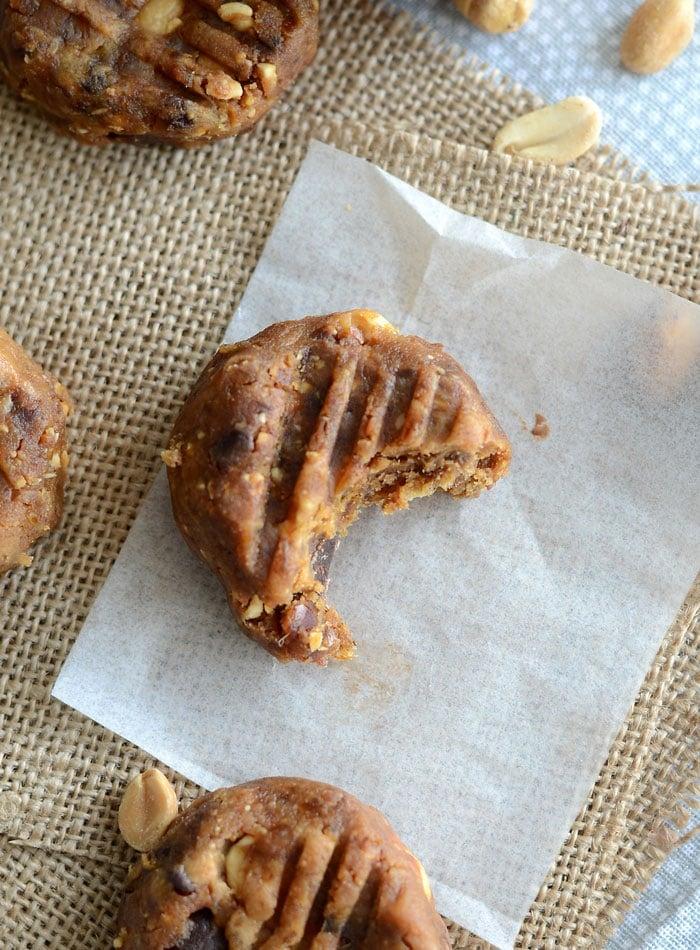 Raw Peanut Butter Chocolate Chip Cookies   vegan, oil-free, gluten-free