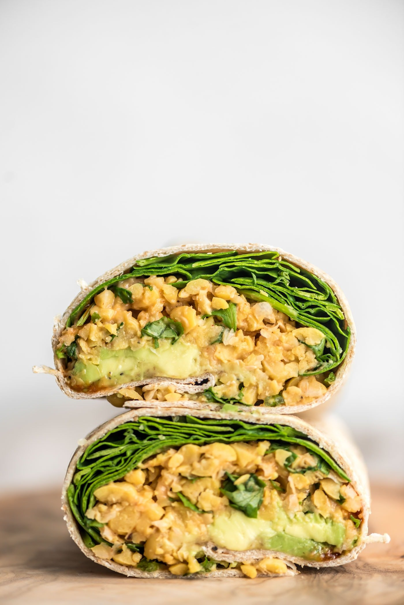 SPICY CHICKPEA WRAPS WITH AVOCADO AND SPINACH VEGAN