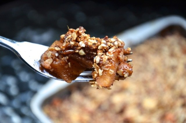 Vegan Apple Date Crisp with a Delicious Date and Oat Topping