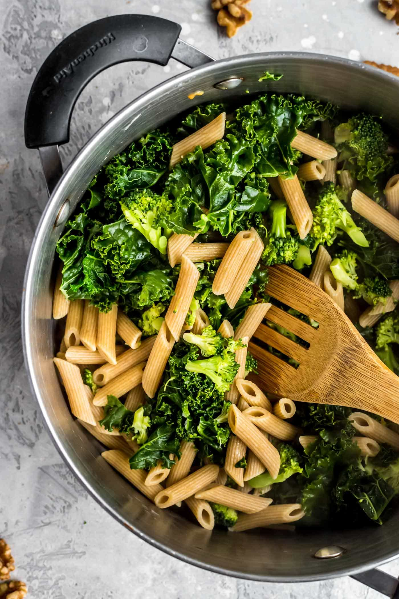 Vegan Broccoli and Kale Red Pepper Pesto Pasta