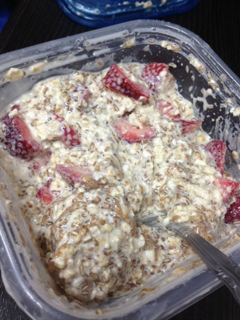 Overnight Oats with Almond Butter, Strawberry and Flax | Running on Real Food