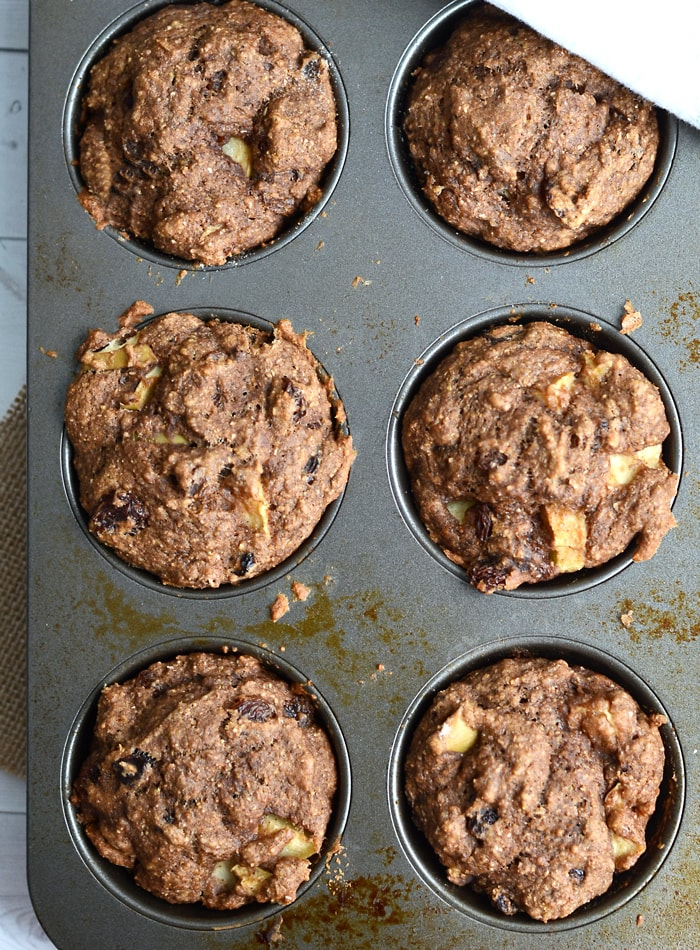 Vegan Apple Cinnamon Muffins with Raisins