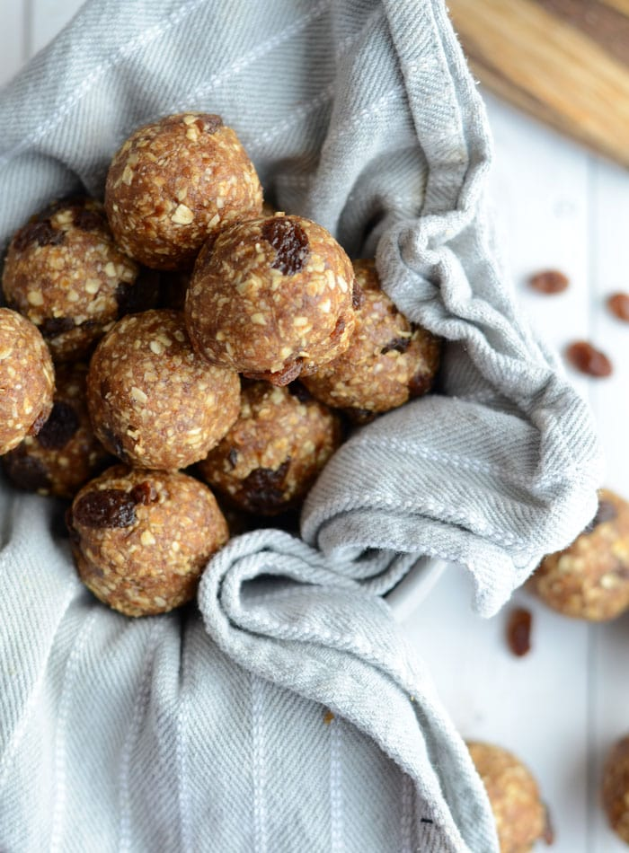 Healthy Oatmeal Raisin Cookie Dough Bites - Raw, Vegan, Gluten-Free