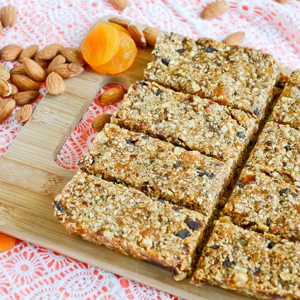 No-Bake Apricot Dark Chocolate Granola Bars Vegan