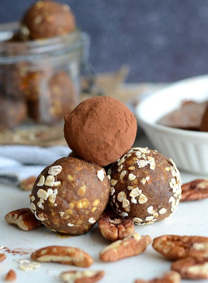 Vegan Raw Pecan Pumpkin Pie Balls | gluten-free, oil-free