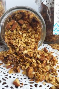 Mason Jar Gifts: Pumpkin Spice Latte Granola