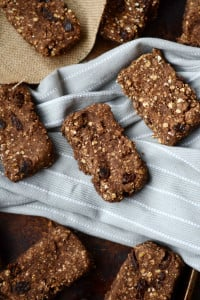 Baked Cinnamon Raisin Protein Oat Bars