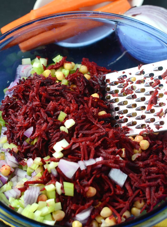 Raw Beet Salad with Chickpeas - Healthy and Vegan - Ready in 10 minutes