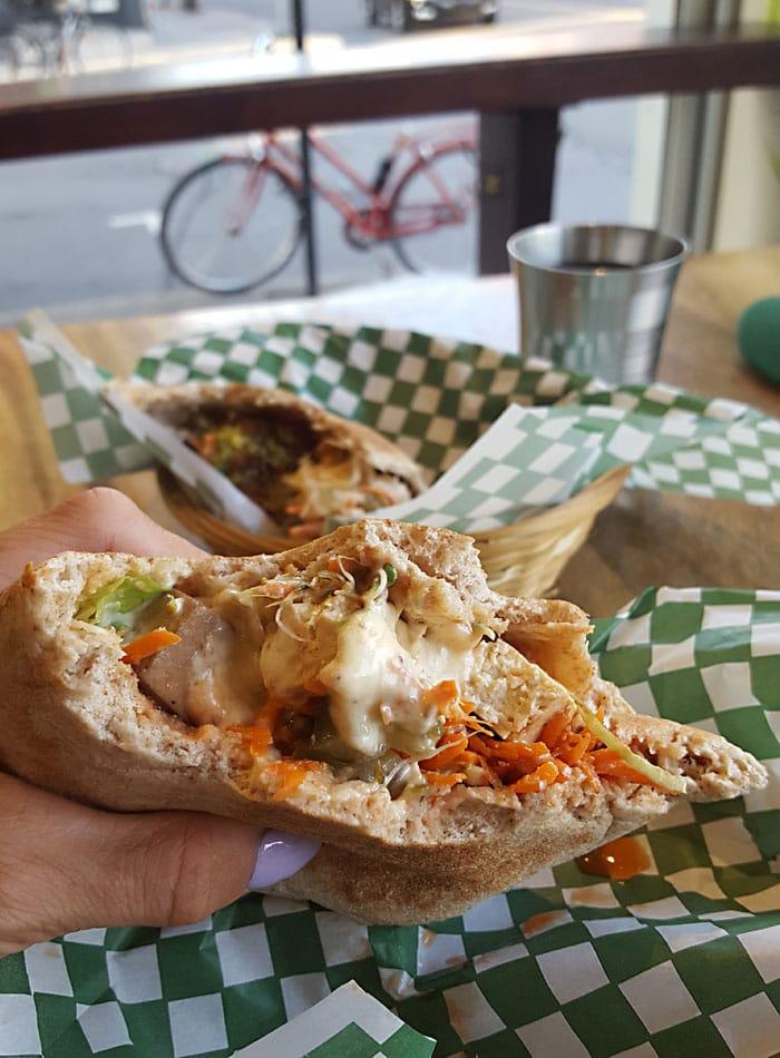 bbq tofu pita panthere verte montreal