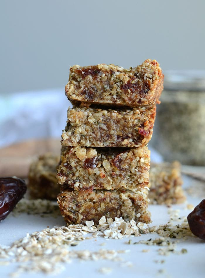 Vegan Tahini Hemp Seed Bars with Oats, Coconut and Dates - Guten-Free