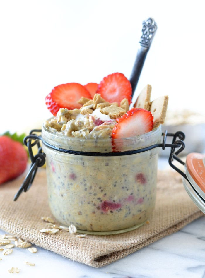 Strawberry Cheesecake Overnight Protein Oats | vegan and gluten-free