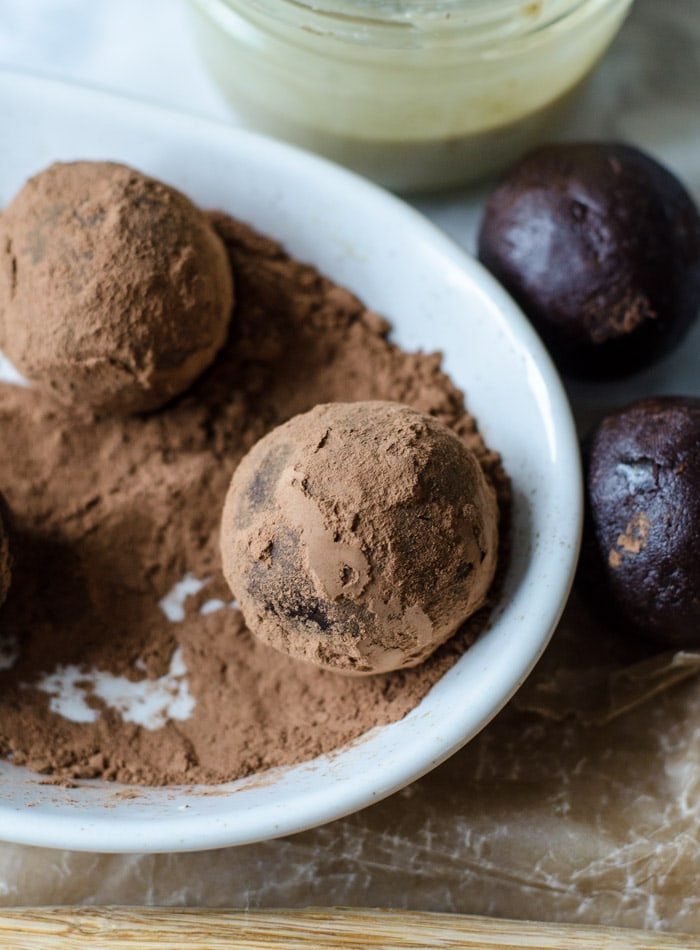 Vegan Salted Tahini Cacao Fudge Balls | gluten-free, no-bake, oil-free