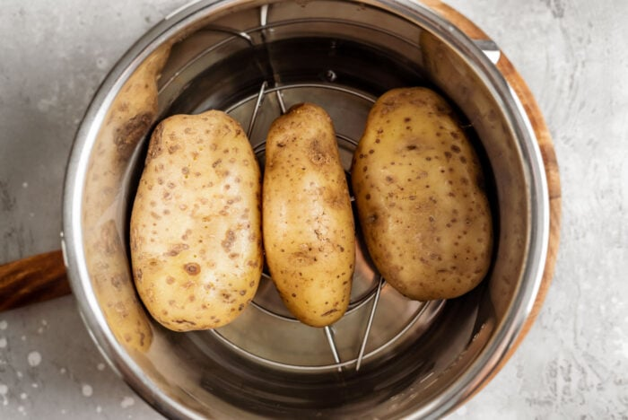 3 Russet potatoes in an Instant Pot.