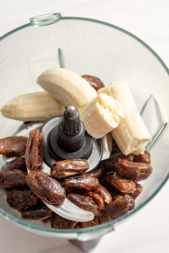Dates and banana in a food processor.