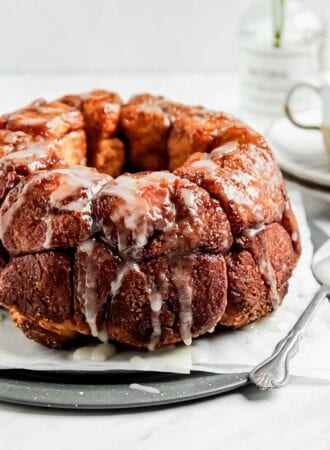 Close up of a monkey pull-apart bread on a plate.